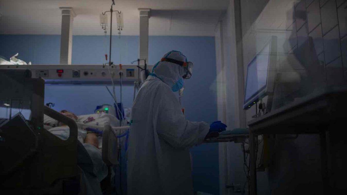 Paciente positivo en Covid-19 ingresado en una unidad de cuidados intensivos (EUROPA PRESS).
