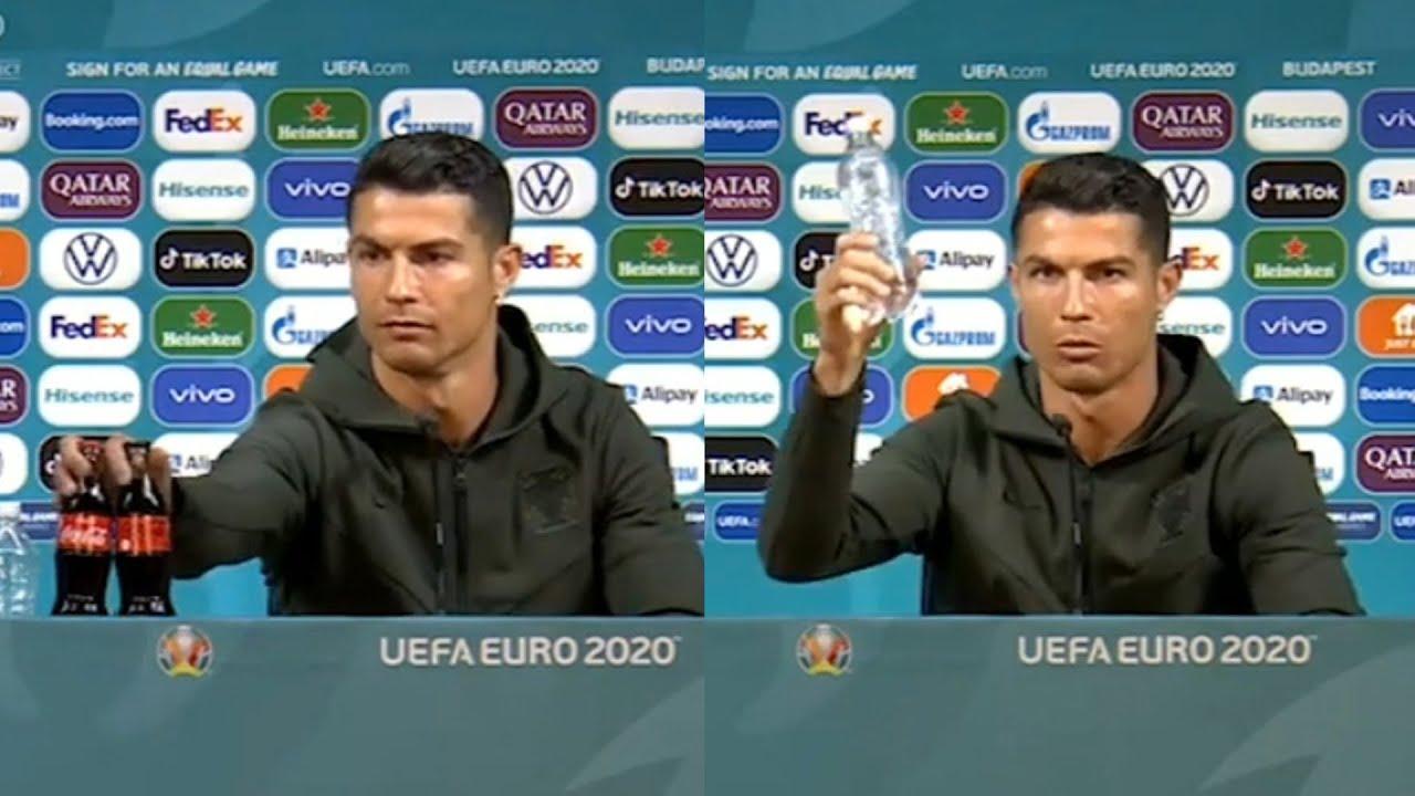 Cristiano Ronaldo y las botellas de Coca-Cola.