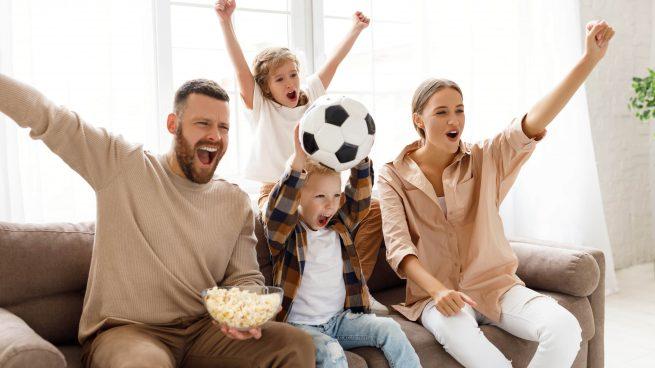 Vive el verano más futbolero viendo los partidos ¡a toda pantalla!
