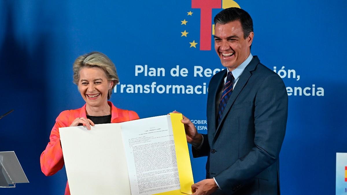 Pedro Sánchez y Ursula Von der Leyen (EFE)