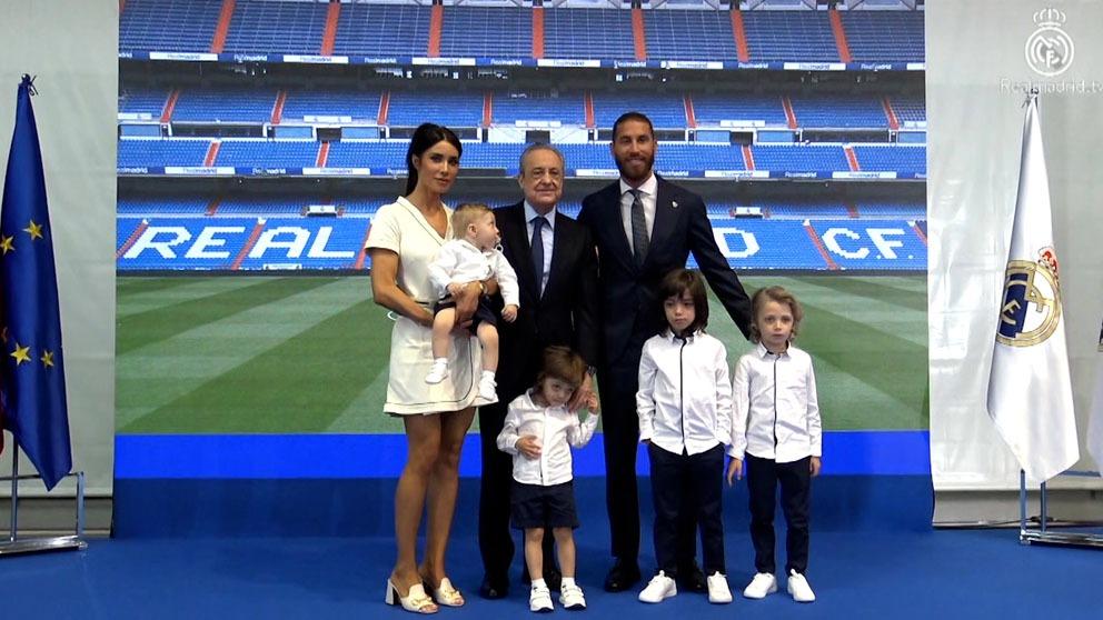 Sergio Ramos, con su familia y Florentino Pérez.