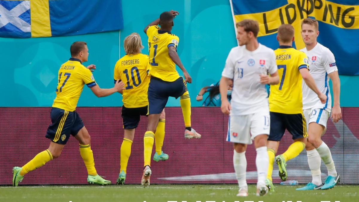 Los jugadores de Suecia celebran el gol de Forsberg. (AFP)