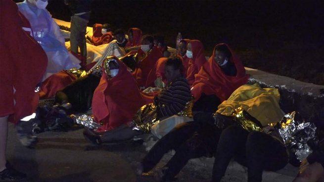 Al menos tres muertos y 12 evacuados al hospital tras encallar una patera en Lanzarote