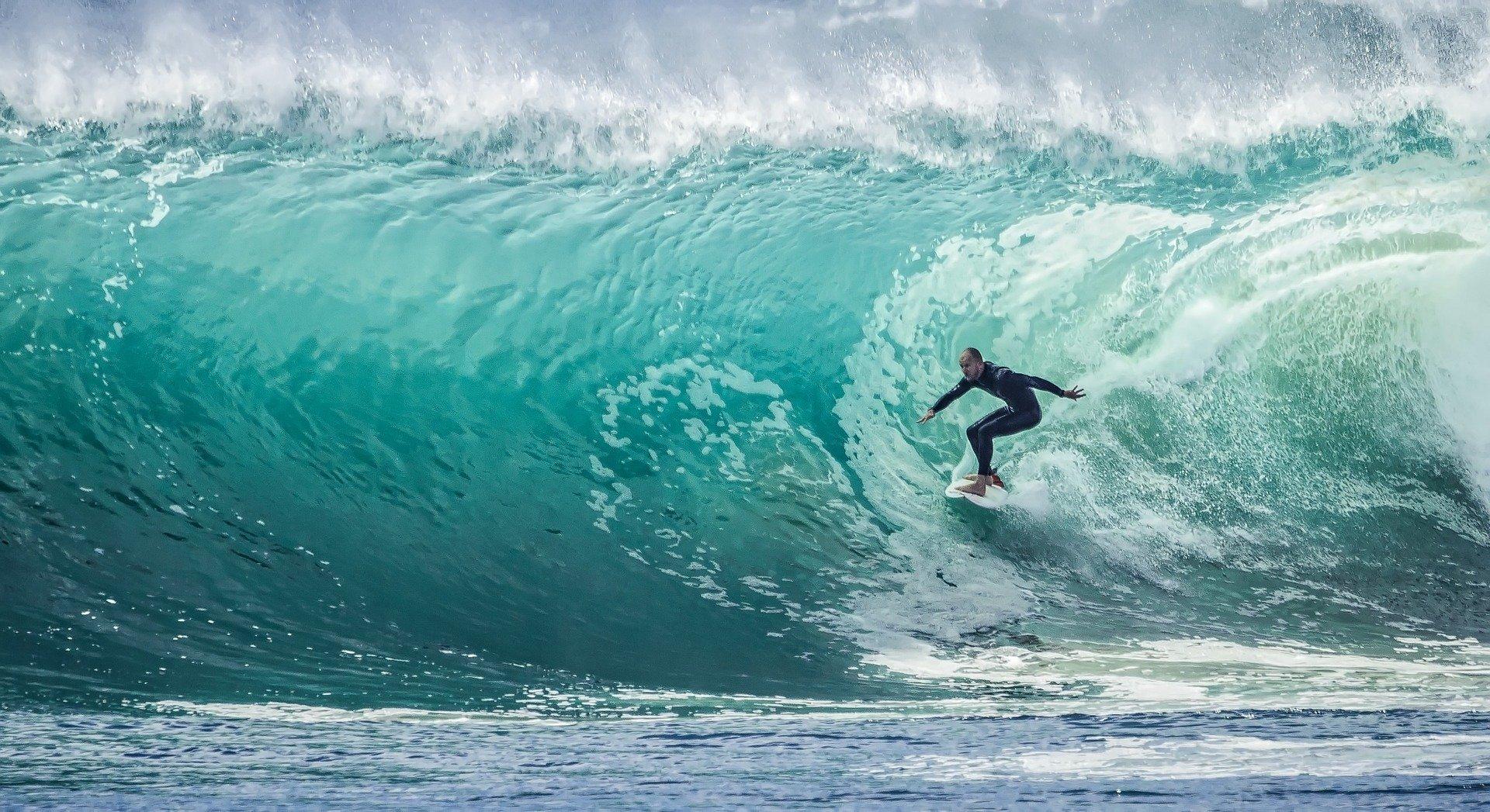 6 beneficios del surf para celebrar su día internacional