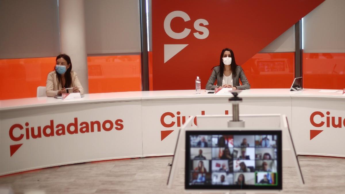 Inés Arrimadas (d) y Marina Bravo en una Ejecutiva de Cs. (Foto: EP)