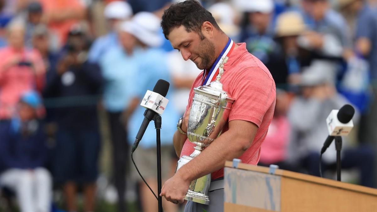 Jon Rahm, con el trofeo del US Open. (Getty)