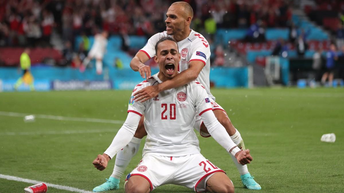 Poulsen y Braithwaite celebran un gol. (Getty)