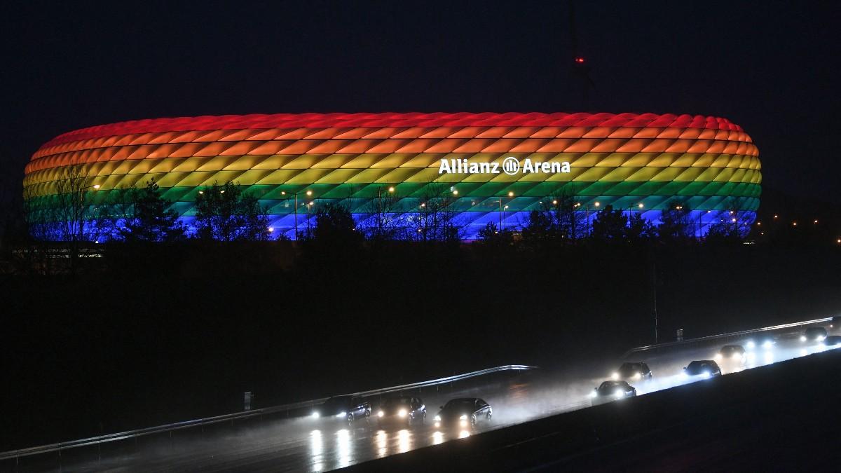 El Allianz Arena, con los colores de la bandera arcoíris.
