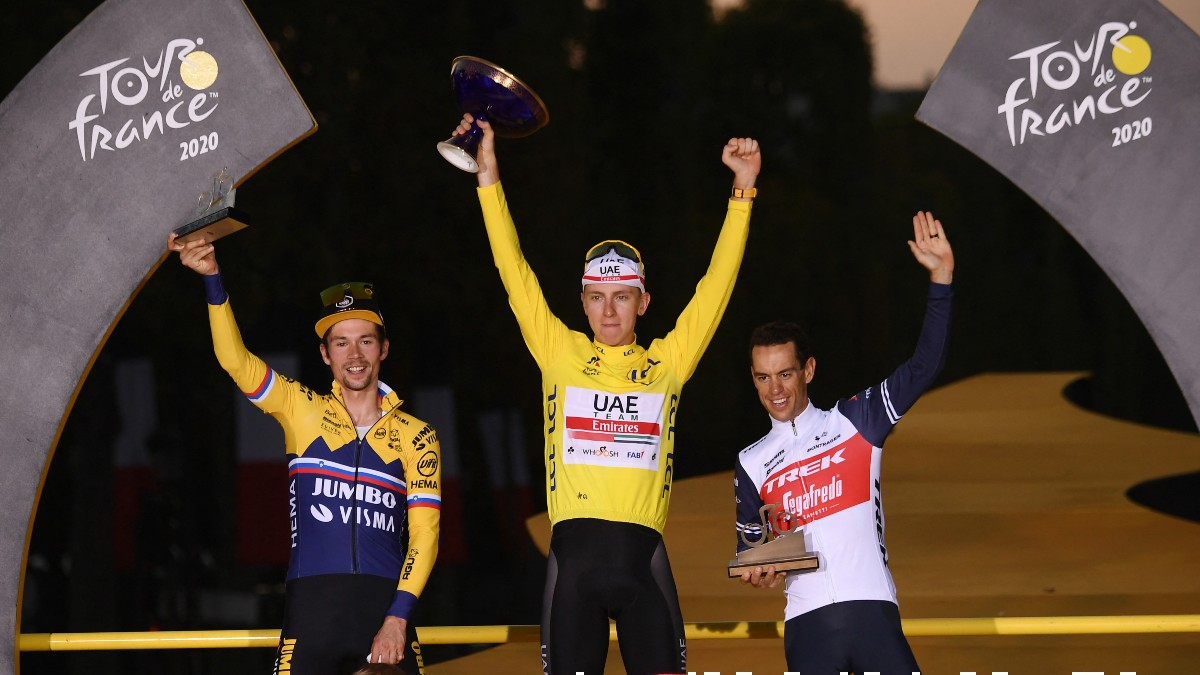 Roglic, Pogacar y Porte, en el podium del Tour de Francia 2020. (AFP)