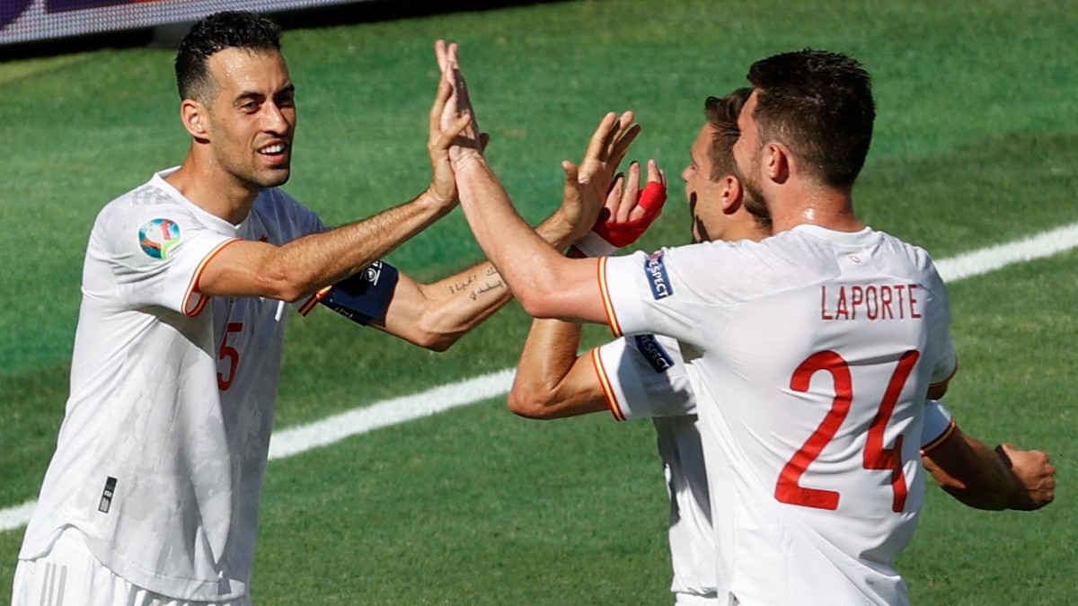 Busquets, durante un partido con España. (AFP)