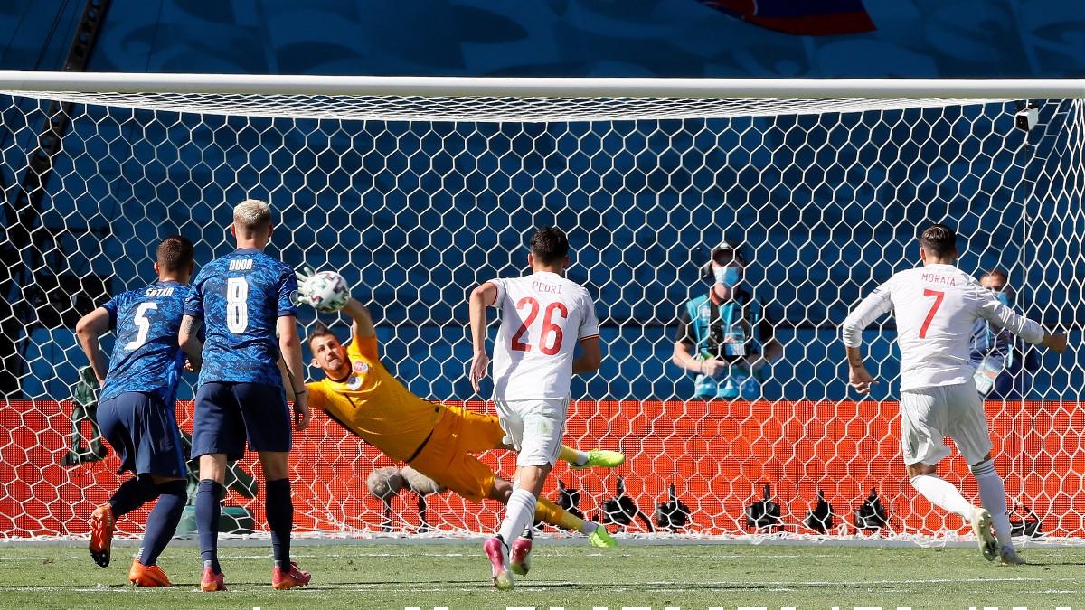 Álvaro Morata falla el penalti en el Eslovaquia-España de la Eurocopa 2020. (AFP)