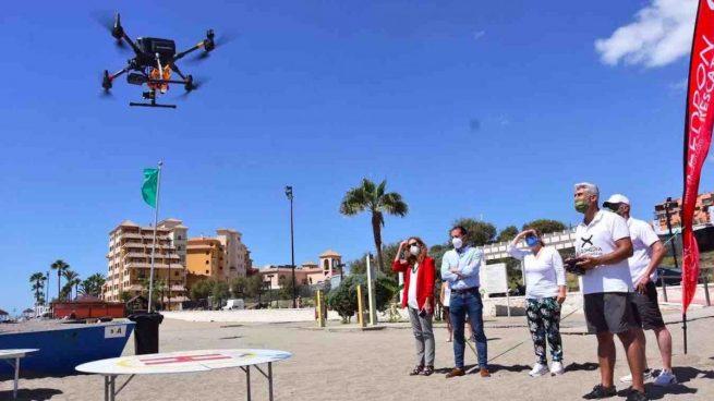 Las playas de Fuengirola incorporan drones como socorristas: tirarán salvavidas a bañistas en apuros