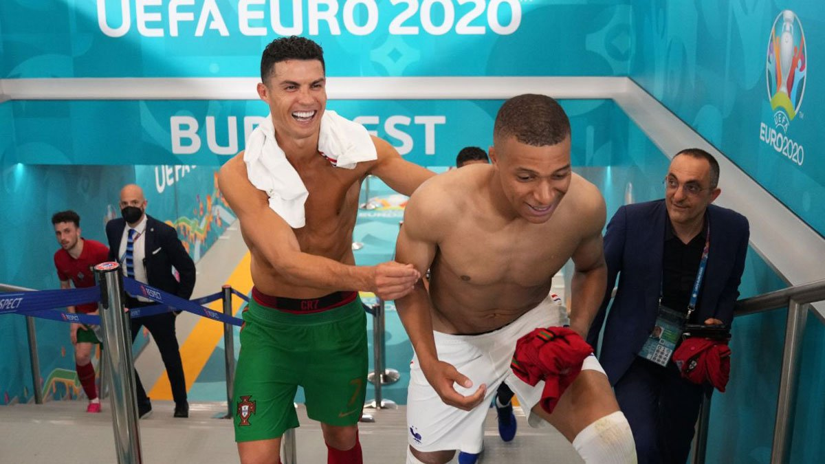 Cristiano Ronaldo y Kylian Mbappé tras el Portugal – Francia de la Eurocopa (UEFA)