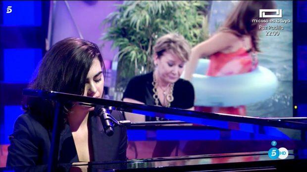 Paula Espinosa emociona cantando 'Corazón partió'