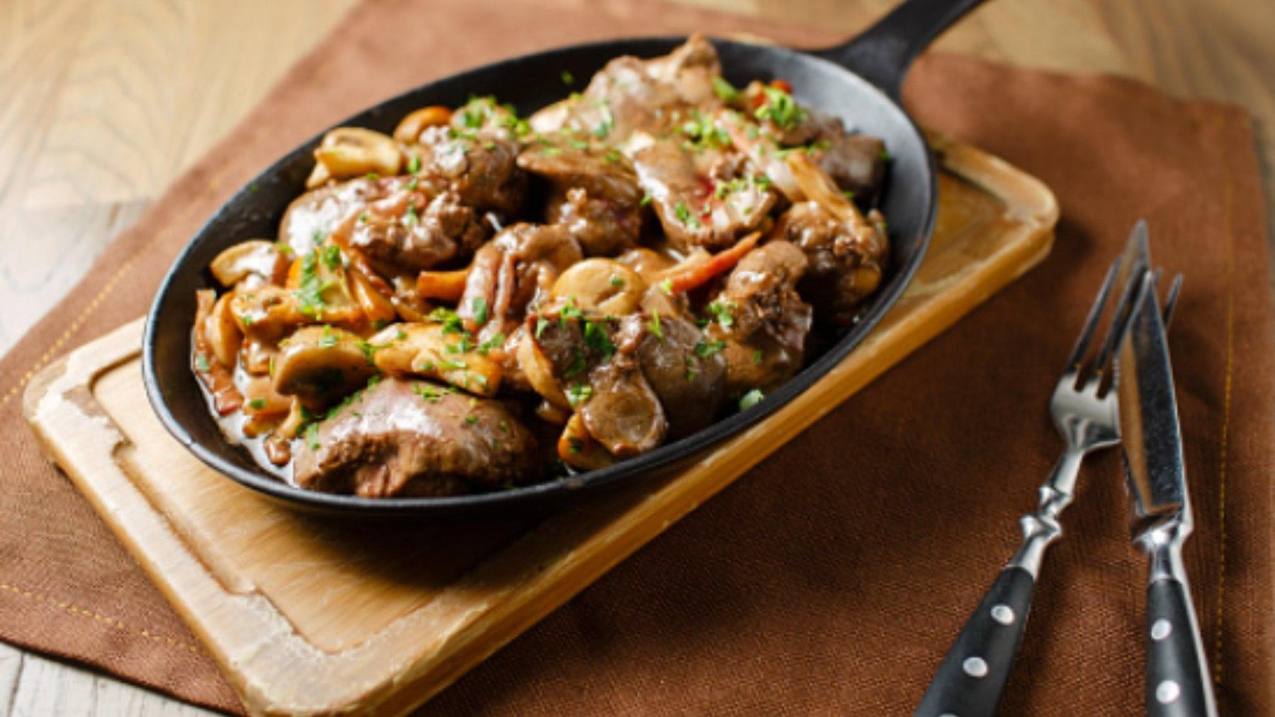 Pechuga de pollo con champiñones, receta low cost y deliciosa