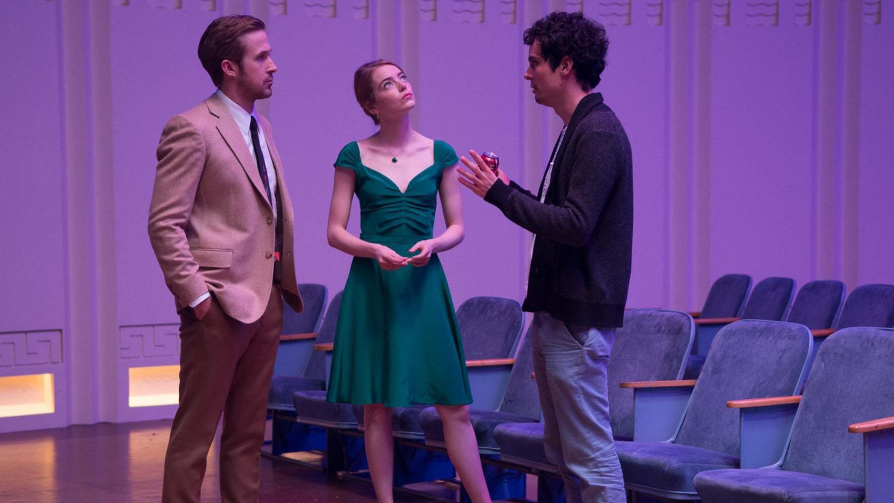 Damian Chazelle dando instrucciones a los protagonistas de «La la land» (Summit Entertainment)
