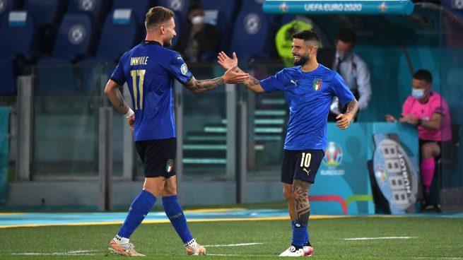 Ciro Immobile y Lorenzo Insigne celebran un gol de Italia durante la Eurocopa.