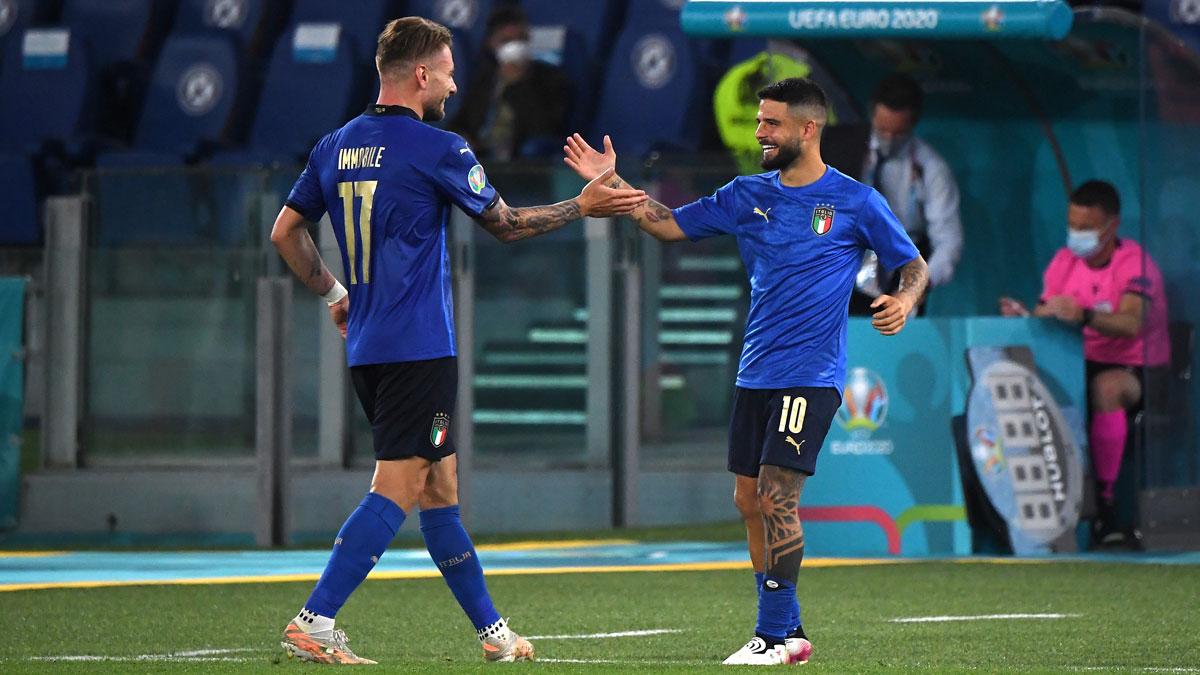 Ciro Immobile y Lorenzo Insigne celebran un gol de Italiadurante la Eurocopa..