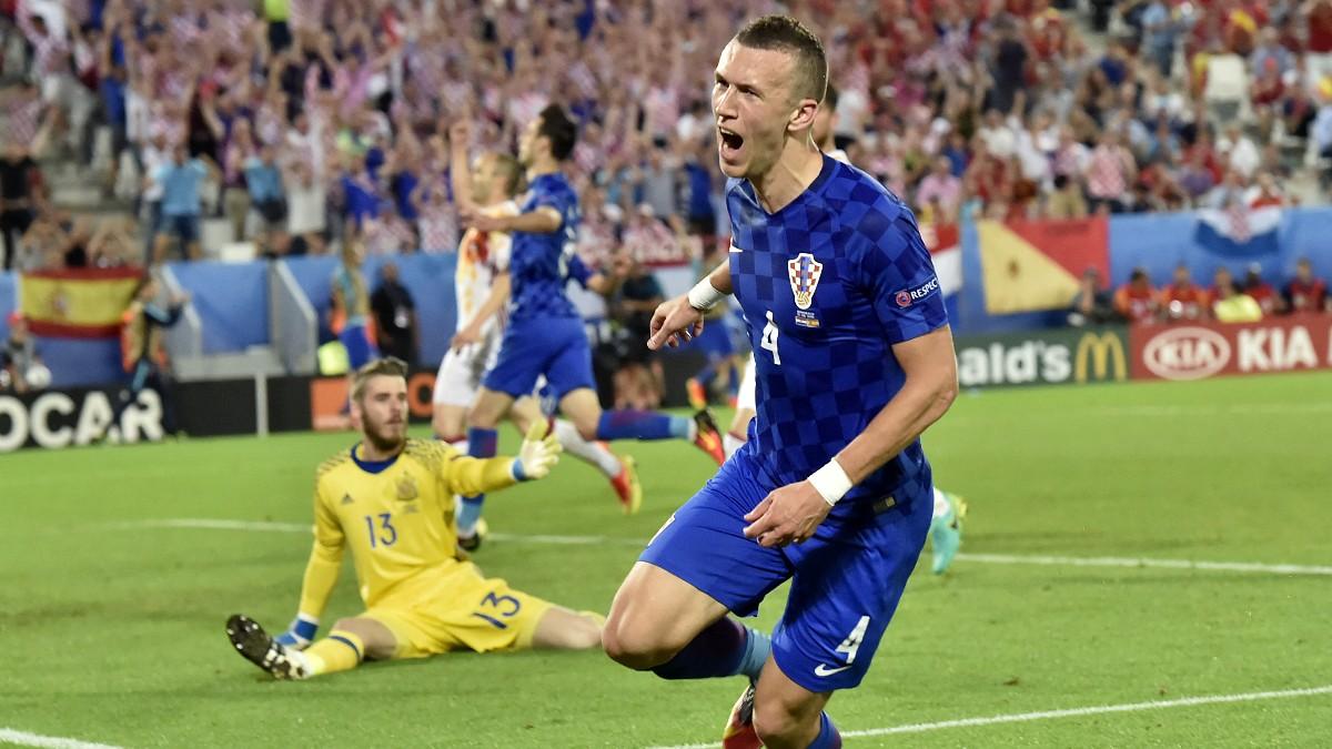 Perisic celebra su gol contra España en 2016. (AFP)