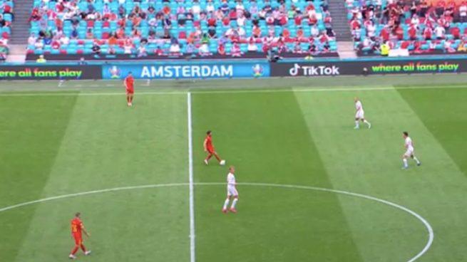 El 'troleo' de Booking y Tik Tok a la UEFA anunciándose con los colores de la bandera LGTBI