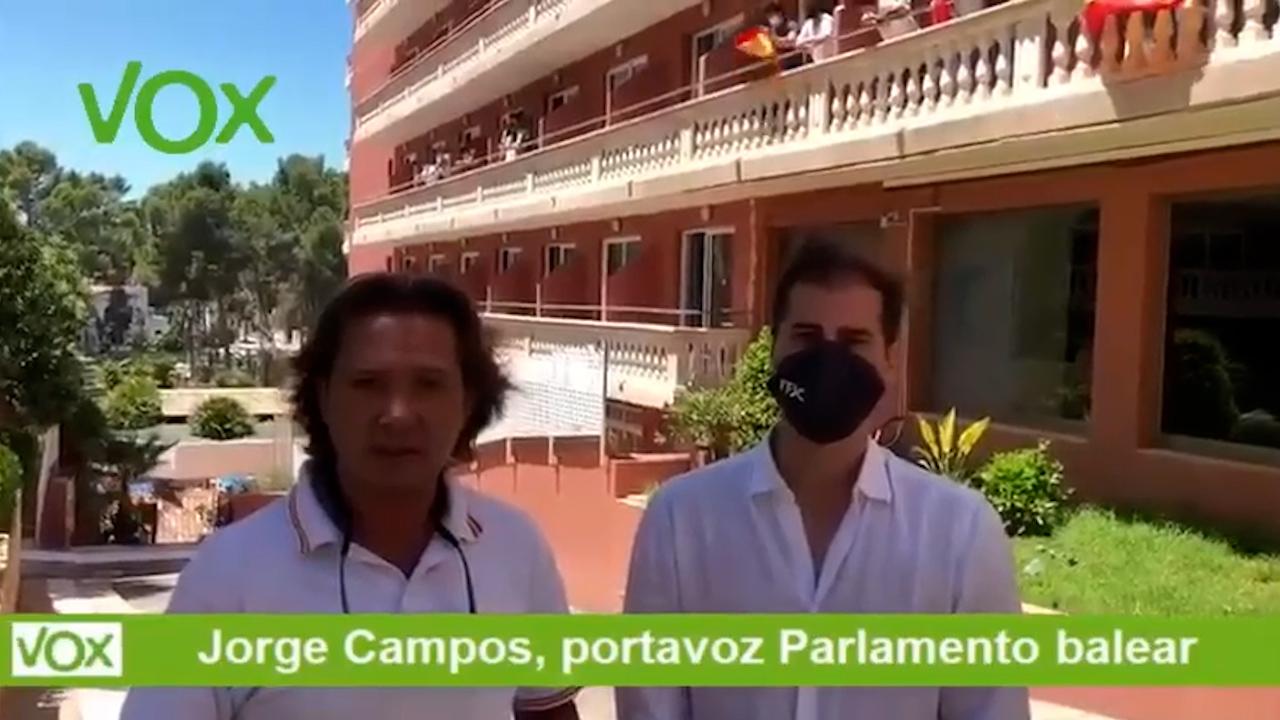 Estudiantes denuncian que el Govern balear los tiene confinados en un hotel.
