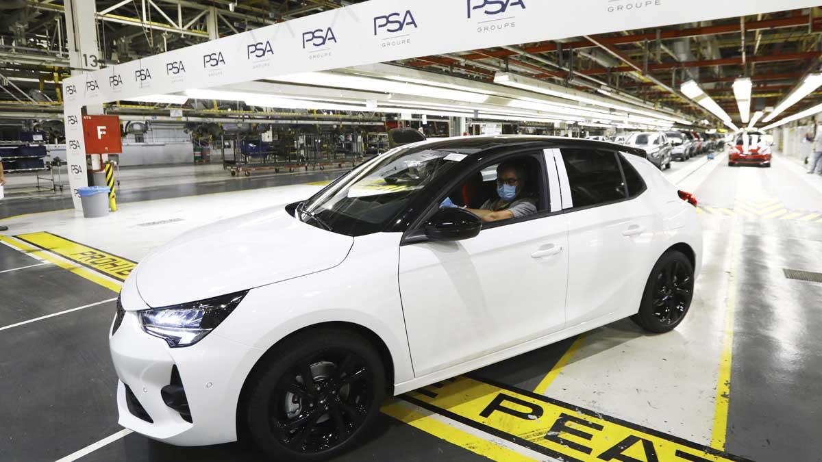 Un Opel Corsa en la factoría de Figueruelas (Zaragoza). Foto: Europa Press.