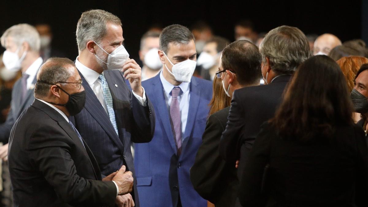 El Rey Felipe VI y el presidente del Gobierno, Pedro Sánchez, antes de la cena inaugural del Mobile World Congress.