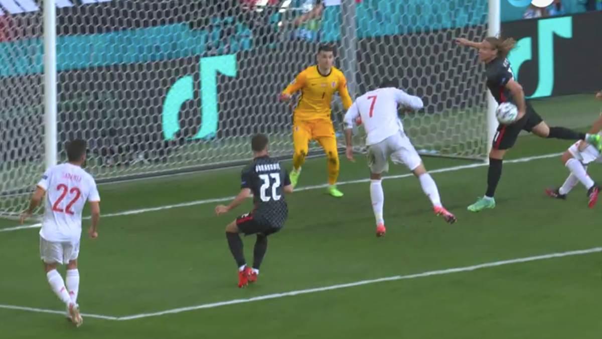El remate de Álvaro Morata impacta en el brazo izquierdo de Vida.