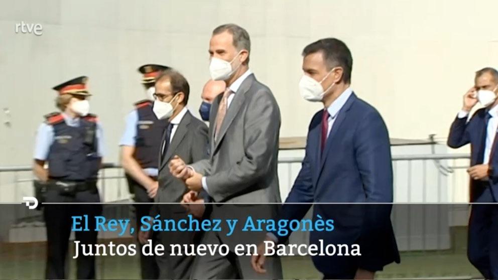 El Rey, Sánchez y los mossos de fondo.