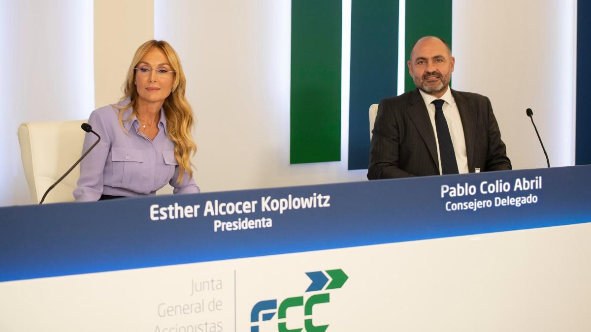 Esther Alcocer Koplowitz, presidente de FCC, y Pablo Colio, consejero delegado.
