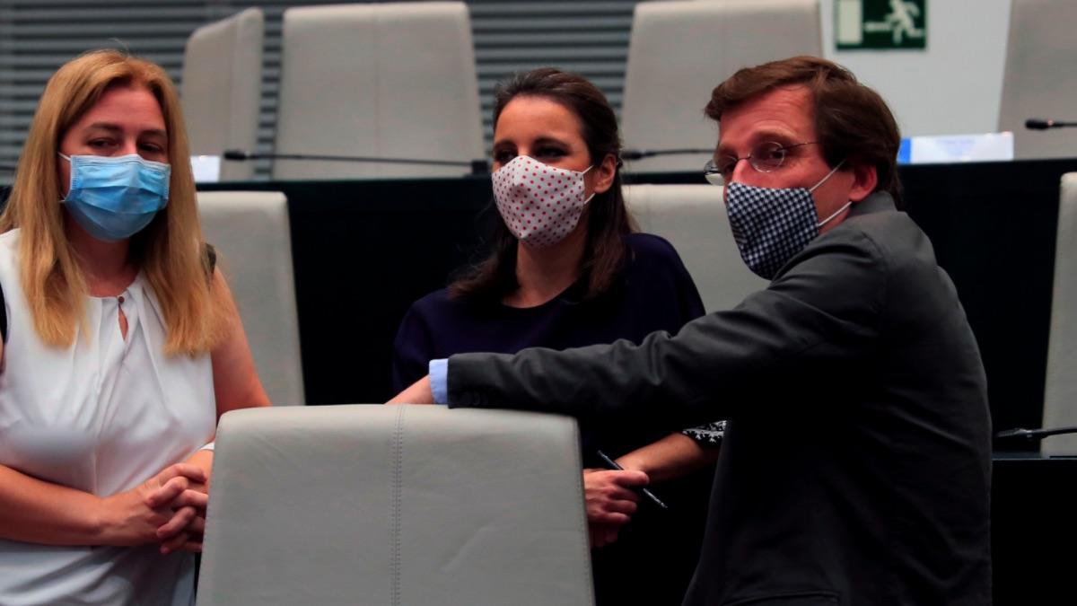 Inma Sanz, Andrea Levy y José Luis Martínez-Almeida. (Foto: EFE)