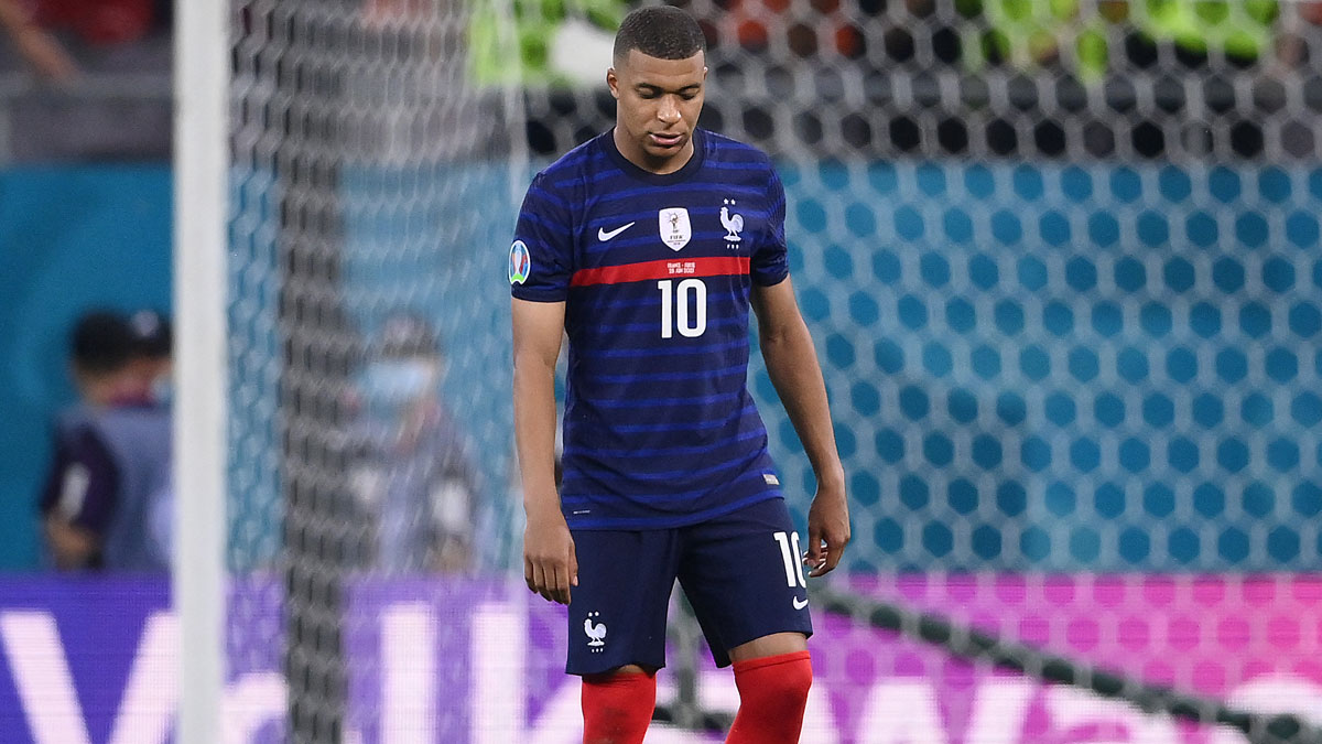 Mbappé, tras fallar el quinto penalti de Francia ante Suiza (AFP)