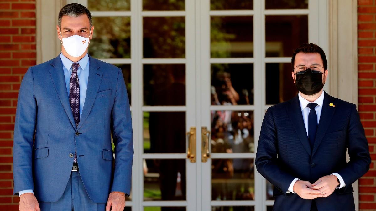 Pedro Sánchez y Pere Aragonès, ambos en Moncloa. (Foto: Efe)
