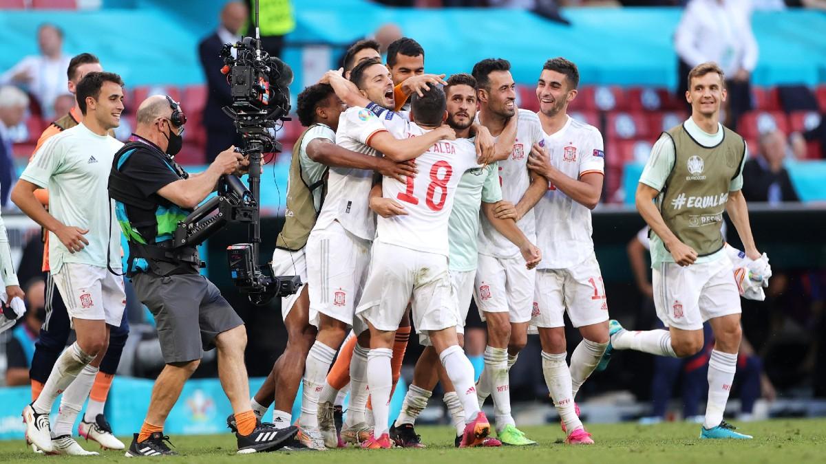 Los jugadores de la selección española celebran el pase a cuartos de final. (Getty)