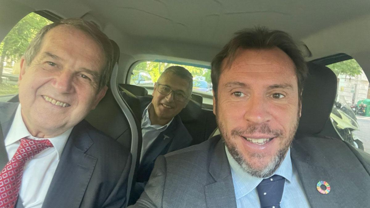 Óscar Puente y Abel Caballero sin mascarilla en un coche (Foto: @oscar_puente_)