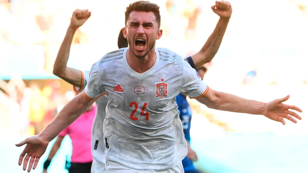 Aymeric Laporte celebra su gol ante Eslovaquia. (EFE)