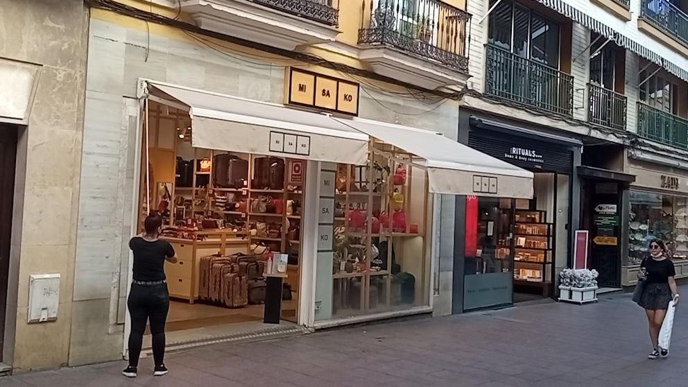 El socialista Espadas deja Sevilla sin toldos en pleno verano.