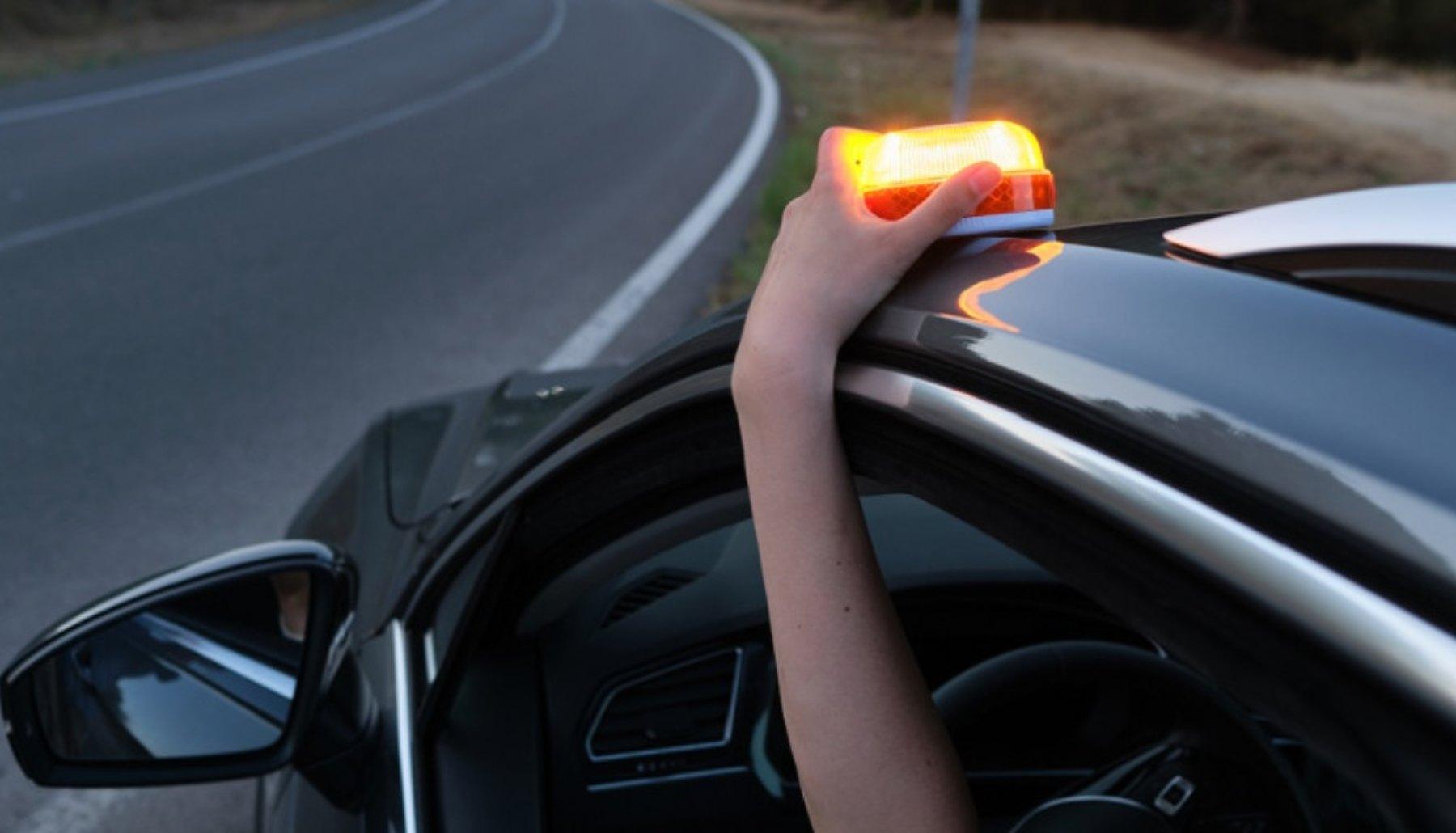Luz v16 para el coche. (Foto: DGT)
