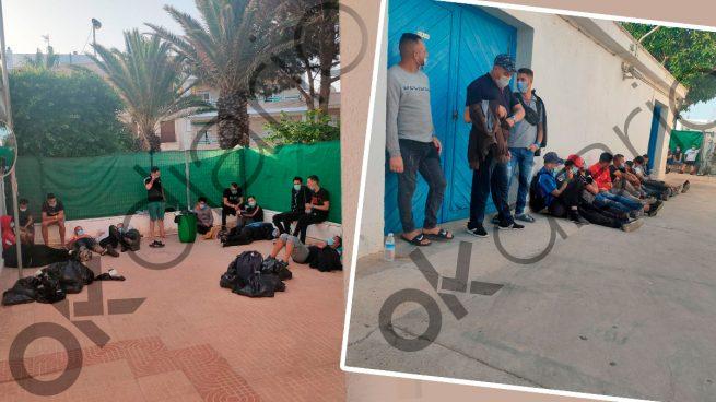Inmigrantes ilegales argelinos llegados este viernes a Carboneras (Almería).
