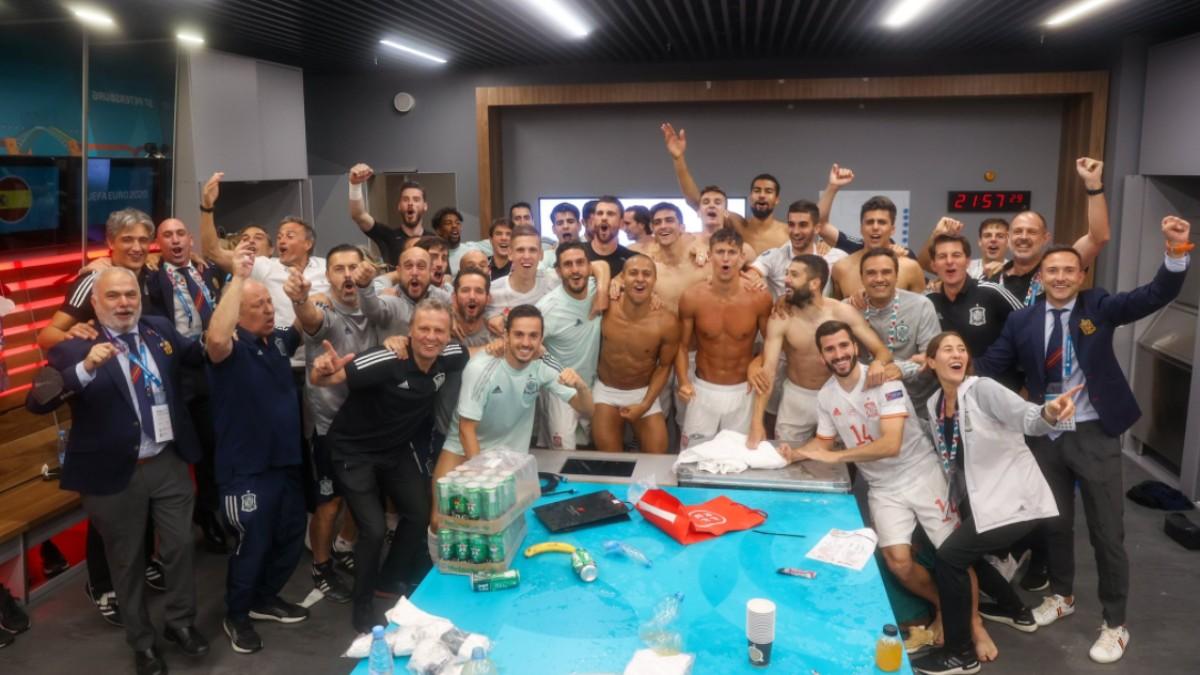 La celebración en el vestuario de la selección. (RFEF)
