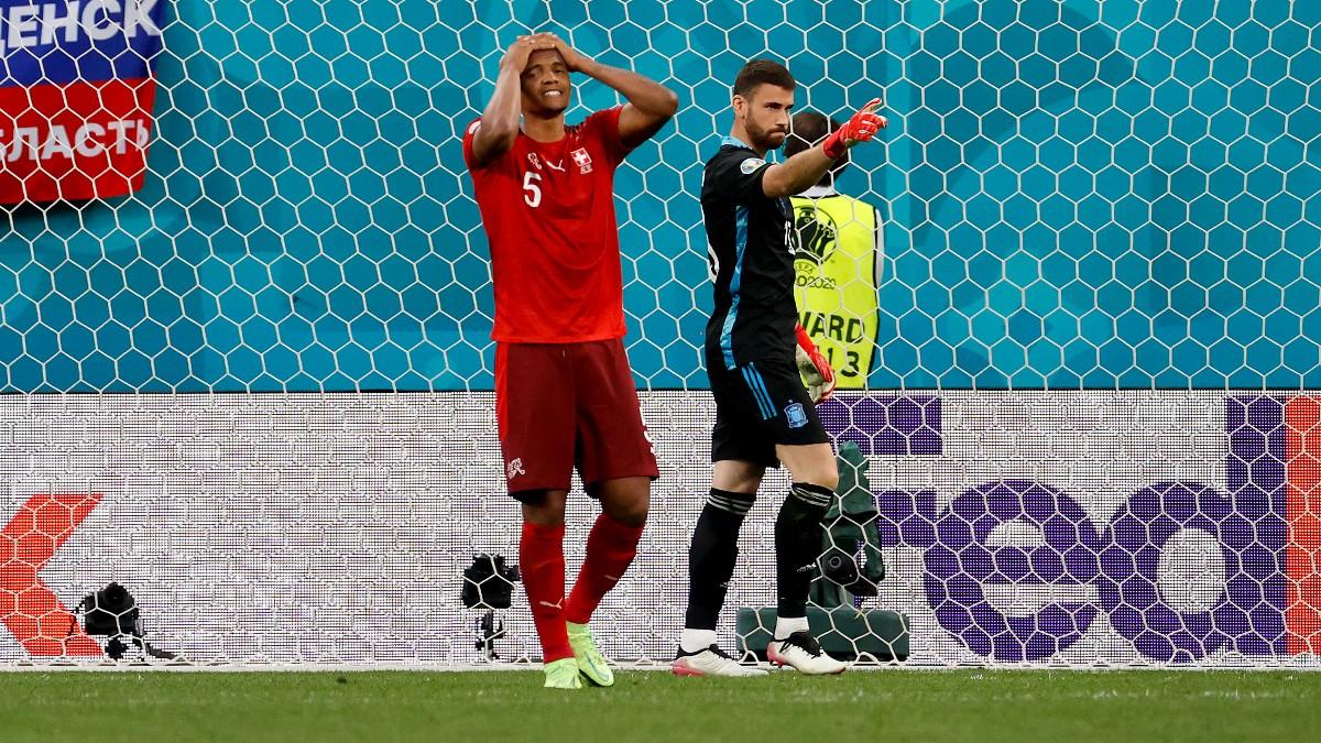 Unai Simón tras parar un penalti. (AFP)