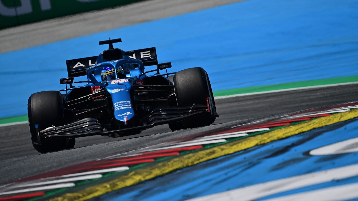 Fernando Alonso durante la clasificación en el GP de Austria de Fórmula 1. (AFP)
