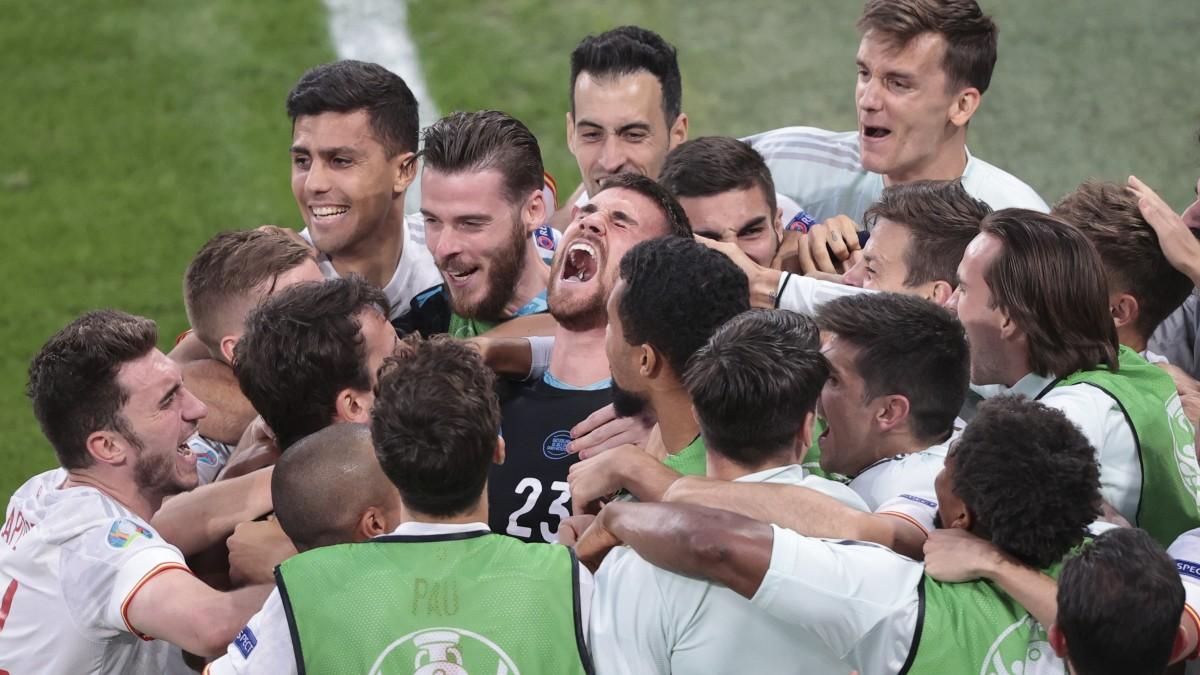 Los jugadores de España celebran el pase a semifinales. (AFP)