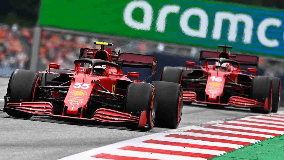 Carlos Sainz y Leclerc durante el Gran Premio de Austria. (AFP)