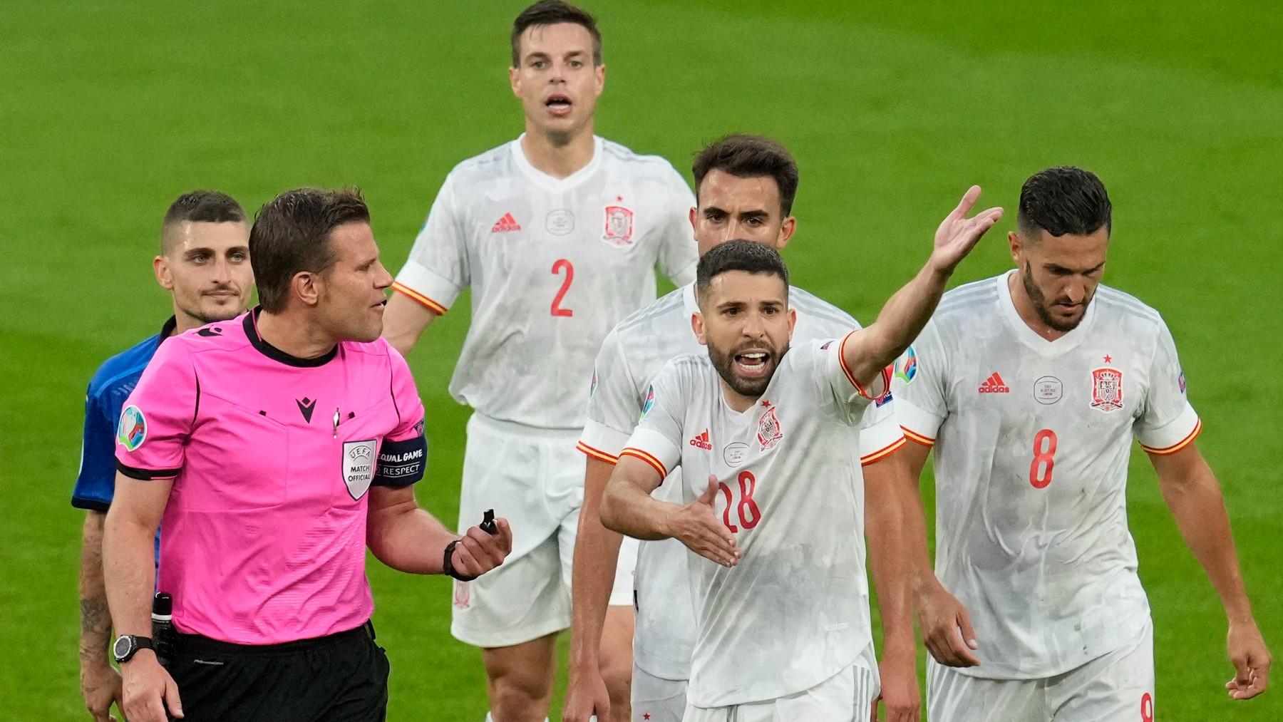 Jordi Alba, durante el partido. (AFP)