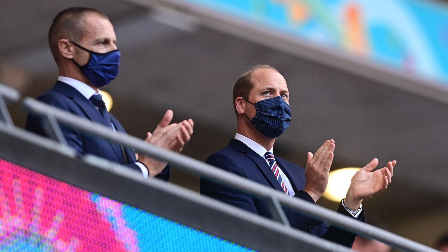 Aleksander Ceferin junto al príncipe Guillermo en el palco de Wembley durante un partido de Inglaterra en la Eurocopa 2020 (AFP)