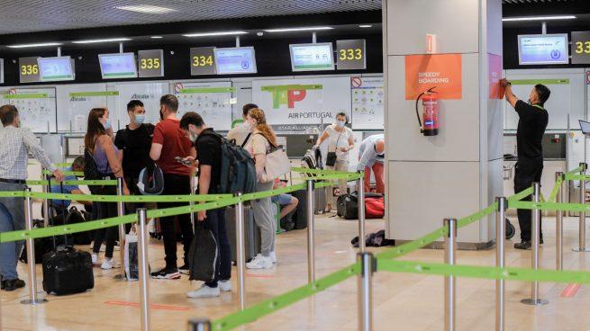 Sánchez castiga al ocio nocturno mientras se dispara la entrada de contagiados por los aeropuertos