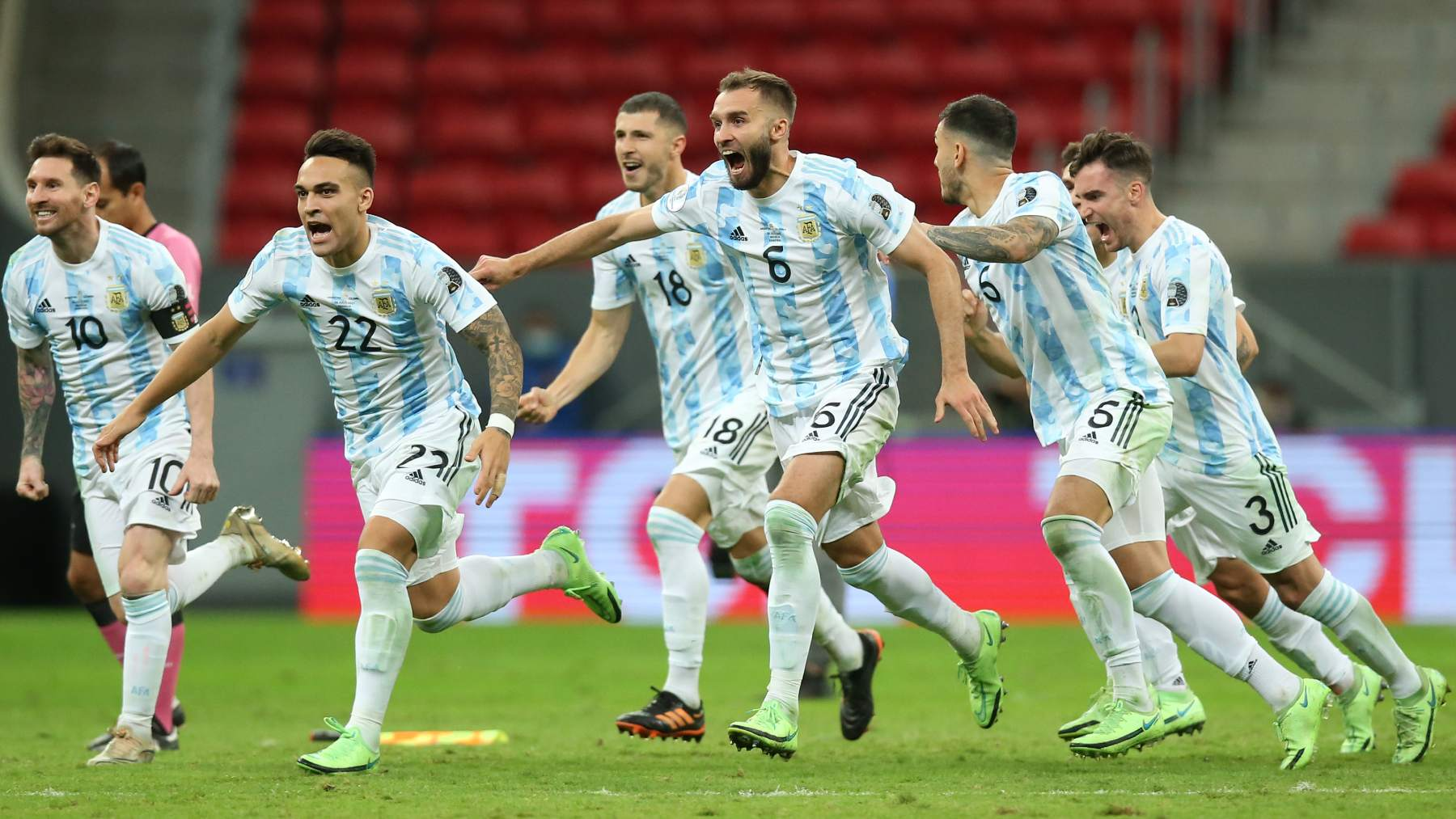 Los jugadores de Argentina celebran el pase a la final de la Copa América en la tanda de penaltis. (Getty)