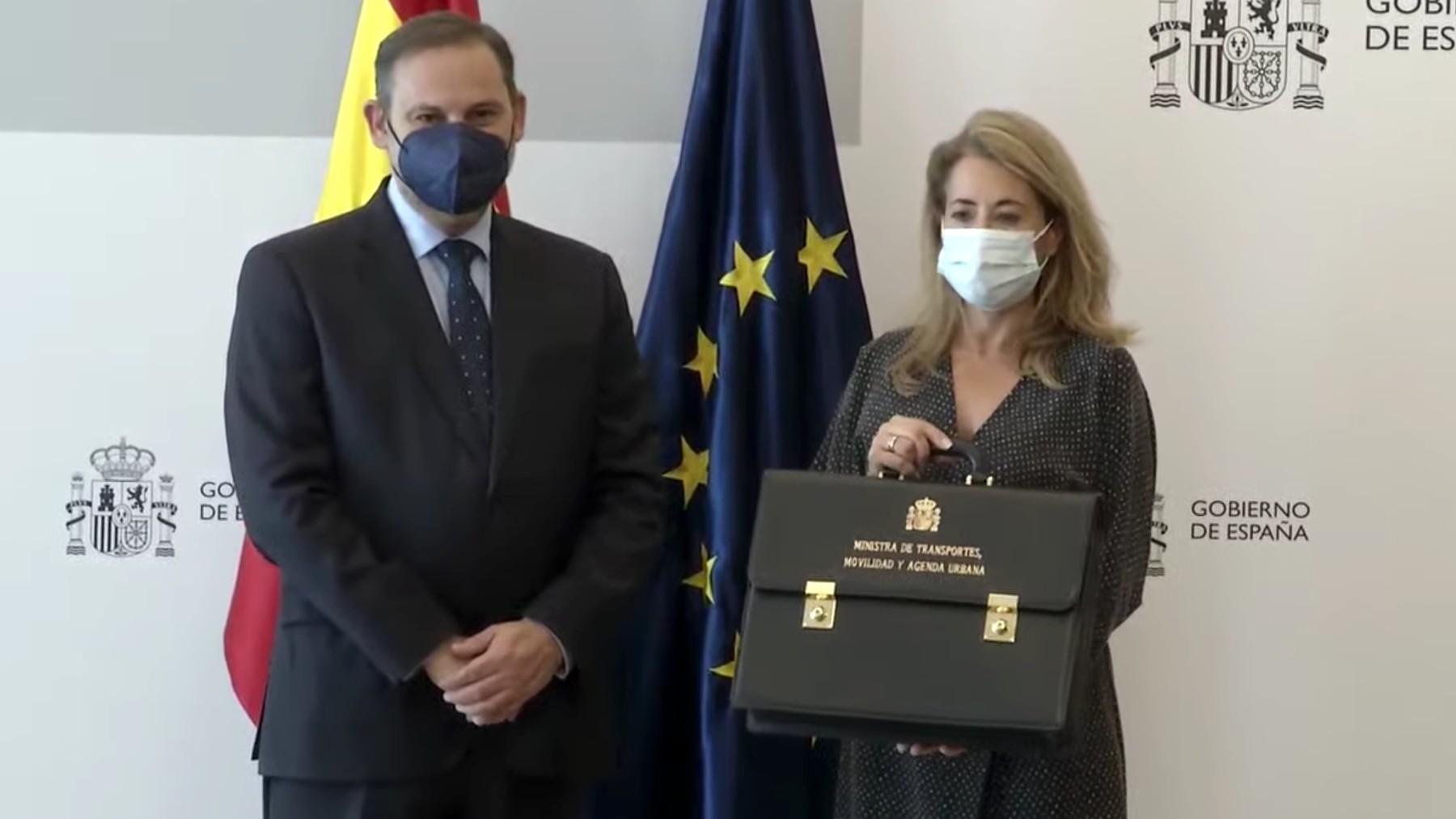 José Luis Ábalos y la nueva ministra de Transportes, Raquel Sánchez.