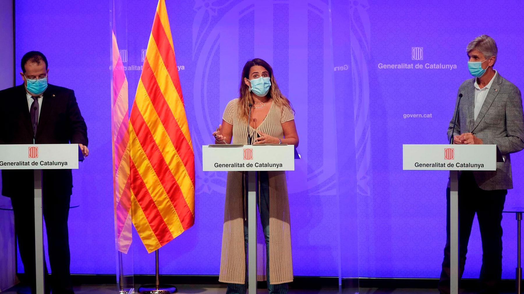 El conseller de Sanidad de la Generalitat de Cataluña, Josep Maria Argimón (d), junto al de Interior, Joan Ignasi Elena (i), y la portavoz del Govern, Patrícia Plaja. Foto: EFE
